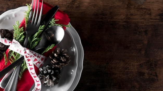 Asortyment płaskich świątecznych zastaw stołowych
