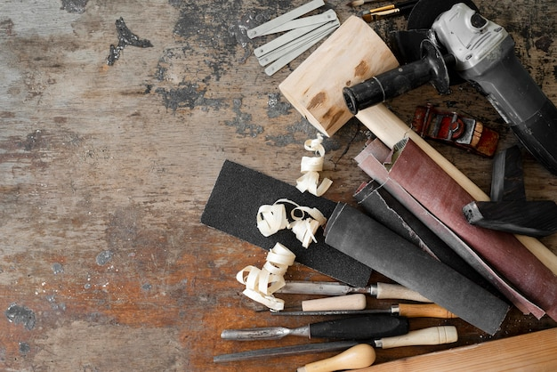 Asortyment podstępnych narzędzi z miejscem na kopię