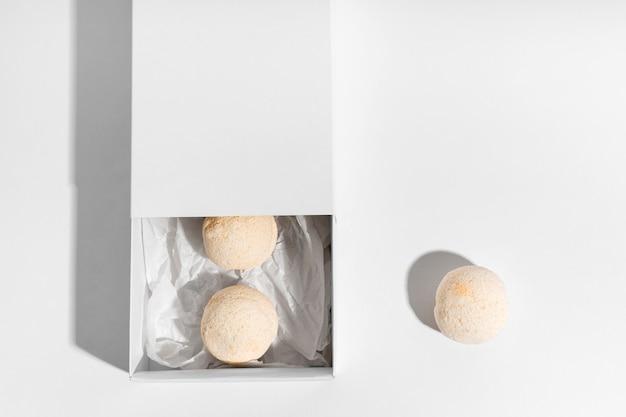 Asortyment pomarańczowych bomb do kąpieli