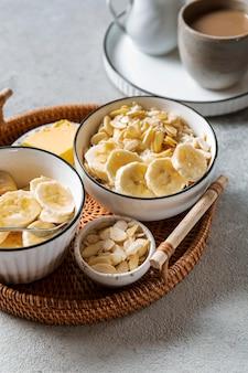 Asortyment pożywnych posiłków śniadaniowych