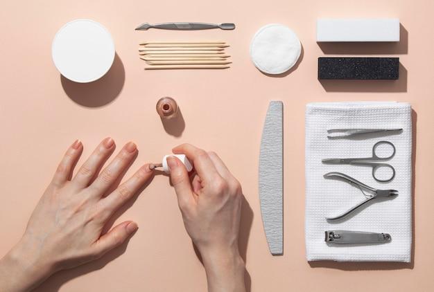 Asortyment produktów do pielęgnacji paznokci martwa natura