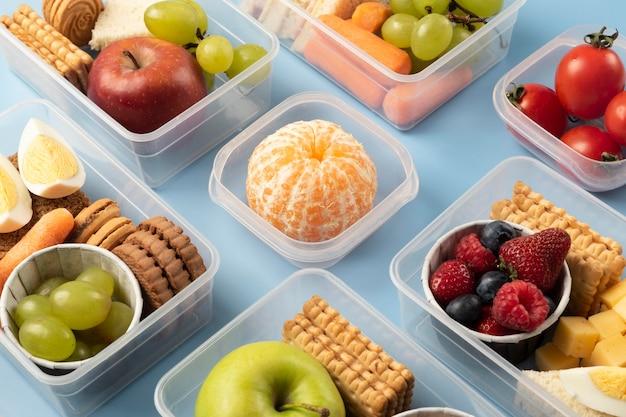 Asortyment pudełek na lunch o wysokim kącie