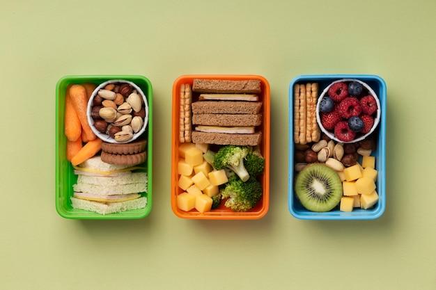 Asortyment pudełek na lunch ze zdrową żywnością