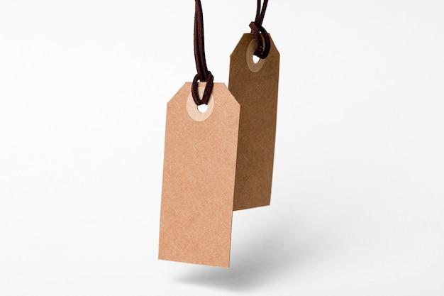 Asortyment pustych etykiet kartonowych z przodu