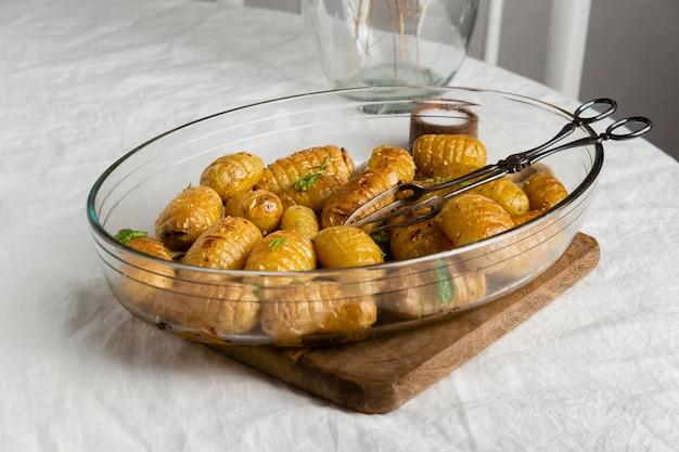 Asortyment pysznego zdrowego posiłku na stole