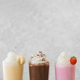 Asortyment pysznych koktajli mlecznych