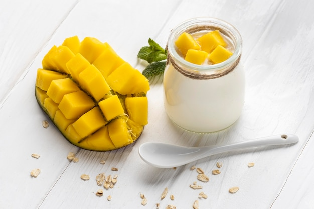 Asortyment pysznych posiłków śniadaniowych z jogurtem
