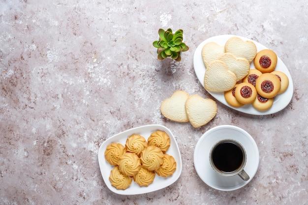 Asortyment pysznych świeżych ciasteczek