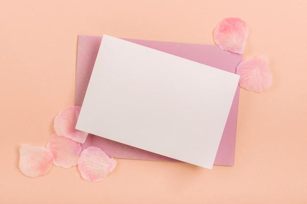 Asortyment quinceañera z kartą i kopertą