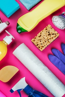 Asortyment różnych środków czyszczących do domu