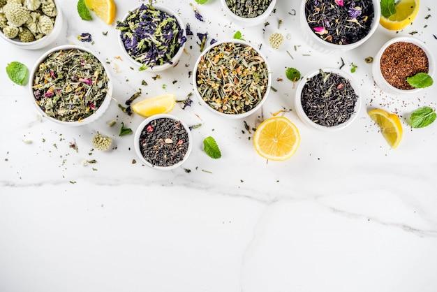 Asortyment różnych suchych herbat