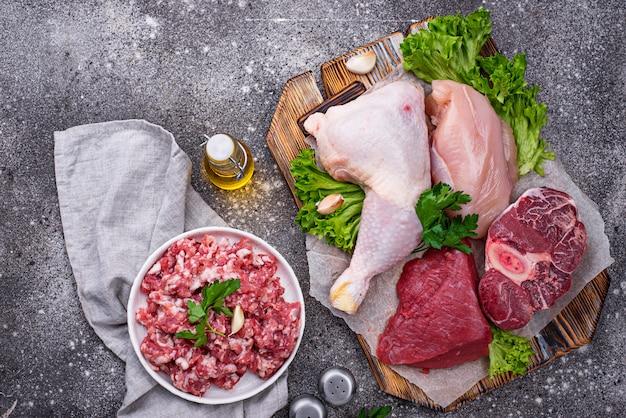 Asortyment różnych surowego mięsa