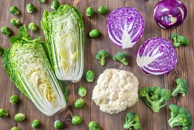 Asortyment różnych warzyw krzyżowych
