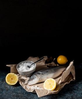asortyment ryb surowych do gotowania