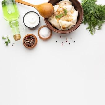 Asortyment smacznych potraw leżał płasko