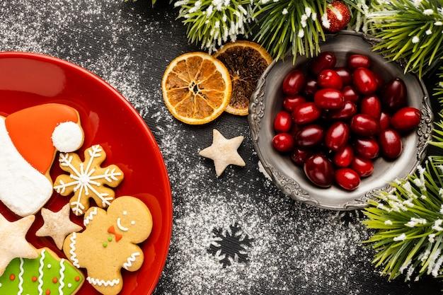Asortyment świątecznych potraw na płasko leżał