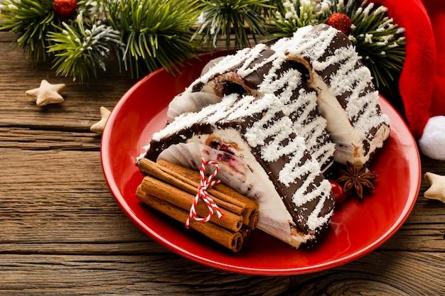 Asortyment świątecznych potraw pod wysokim kątem