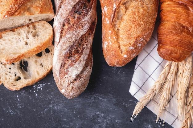 Asortyment świeżego chleba