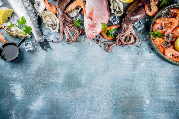 Asortyment świeżych surowych owoców morza