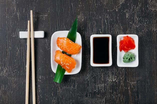 Asortyment tradycyjnych japońskich sushi