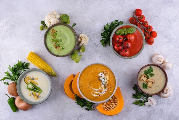 Asortyment warzywnych jesiennych zup kremowych