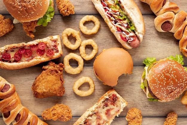 Asortyment widok z góry z pysznym fast foodem