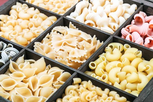 Asortyment włoskich makaronów