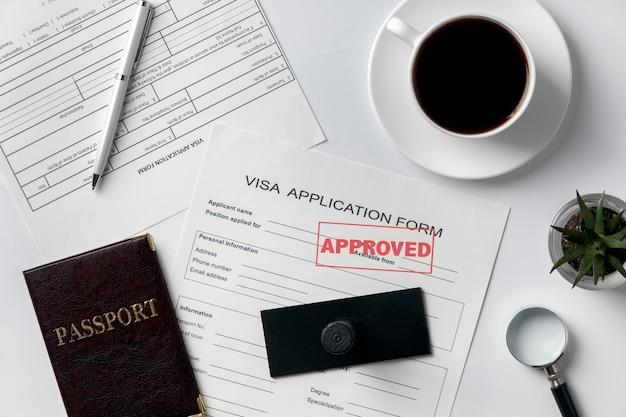 Asortyment wniosków wizowych typu flat lay