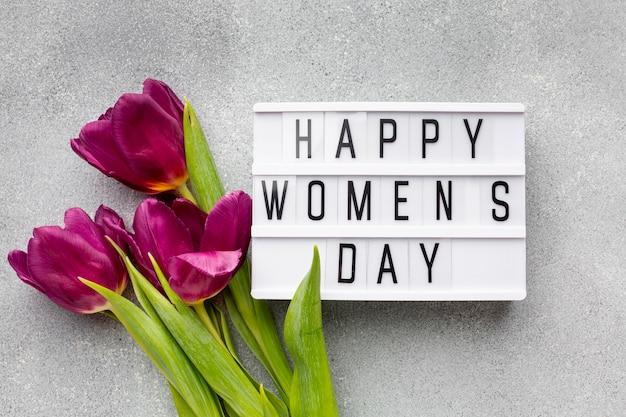 Asortyment z napisem szczęśliwy dzień kobiet