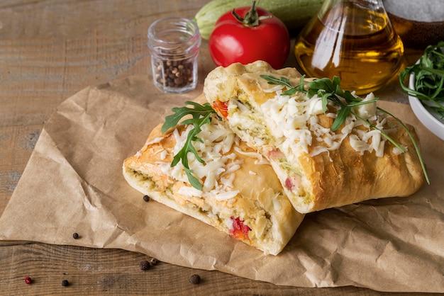 Asortyment z pyszną tradycyjną pizzą