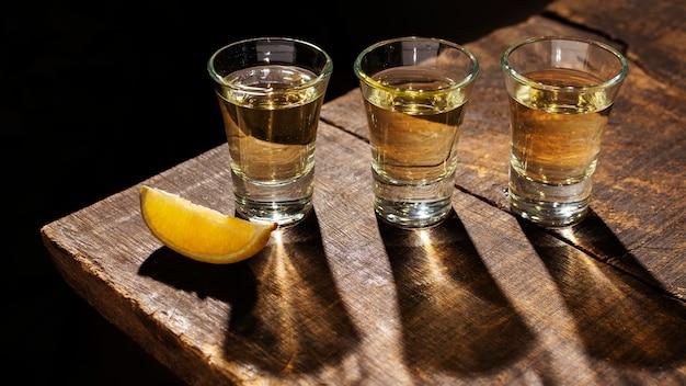 Asortyment z pysznym napojem mezcal