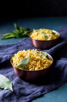 Asortyment z pysznym pakistańskim posiłkiem