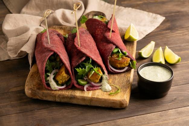 Asortyment z pysznym wegańskim posiłkiem