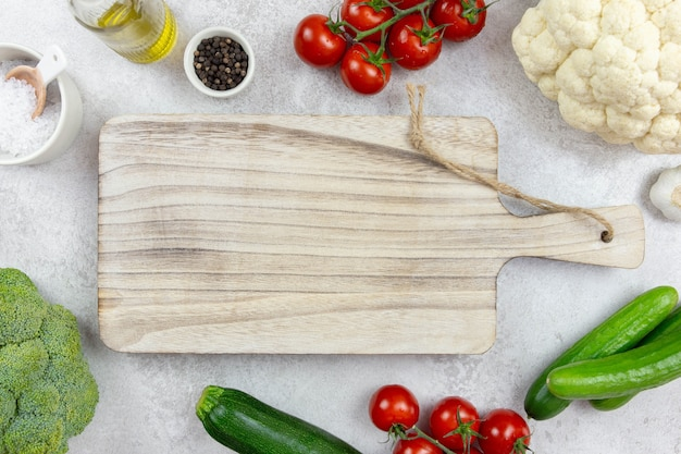 Asortyment zdrowych organicznych warzyw do zrównoważonego odżywiania, wegańskie, wegetariańskie, pełnowartościowe, na bazie roślin