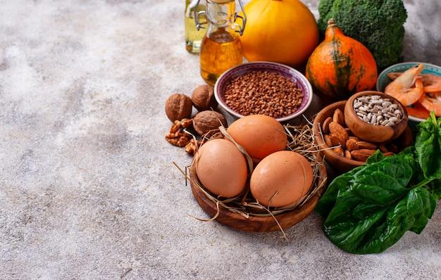 Asortyment źródeł żywności witaminy e