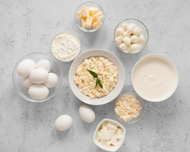 Asortyment żywności z produktami mlecznymi