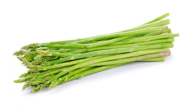 Asparagus odizolowywający na białym tle