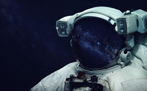 Astronauta na spacerze kosmicznym