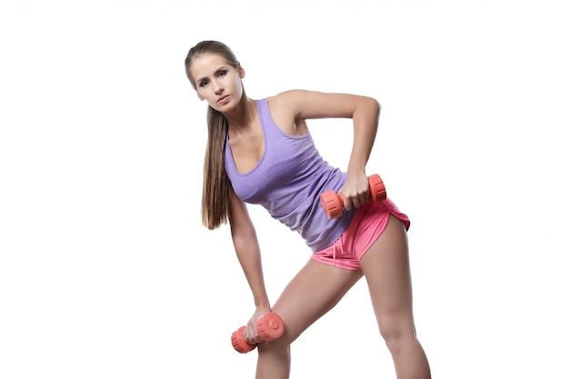 Atrakcyjna atlety kobieta odizolowywająca