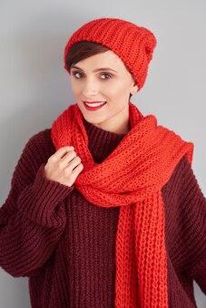 Atrakcyjna kobieta gotowa na zimę