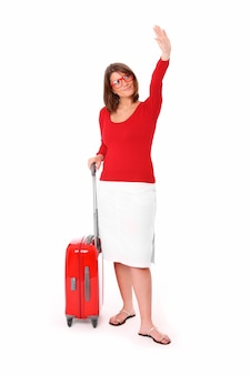 Atrakcyjna kobieta po dwudziestce machająca ręką na białym tle