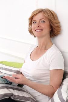 Atrakcyjna kobieta w średnim wieku