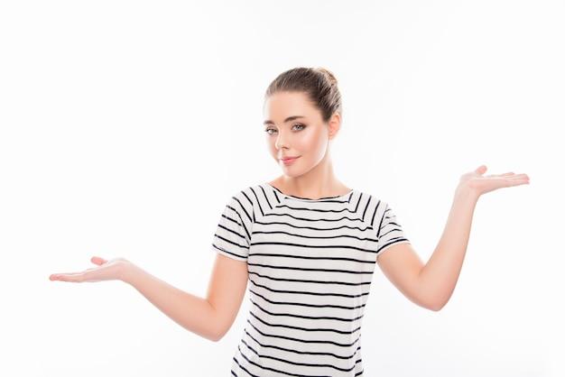 Atrakcyjna młoda kobieta do wyboru dwie opcje