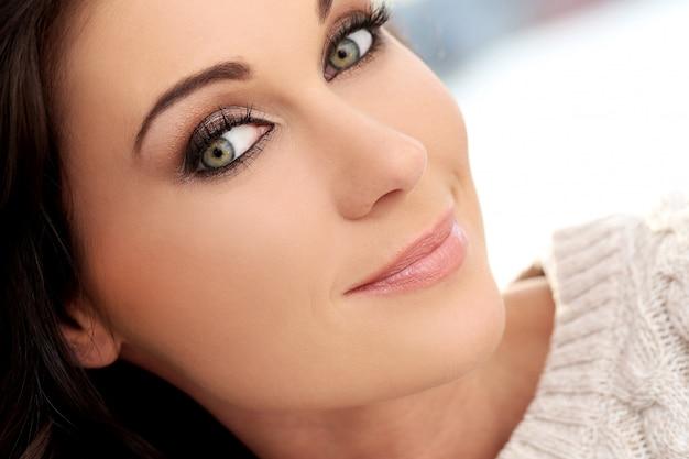 Atrakcyjna śliczna kobieta