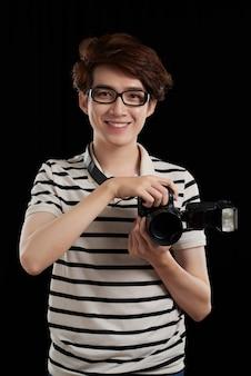 Atrakcyjny fotograf