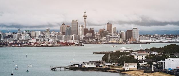 Auckland city skyline w nowej zelandii