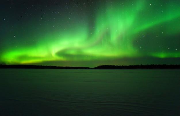 Aurora borealis. nocne zdjęcia polarne koło podbiegunowe