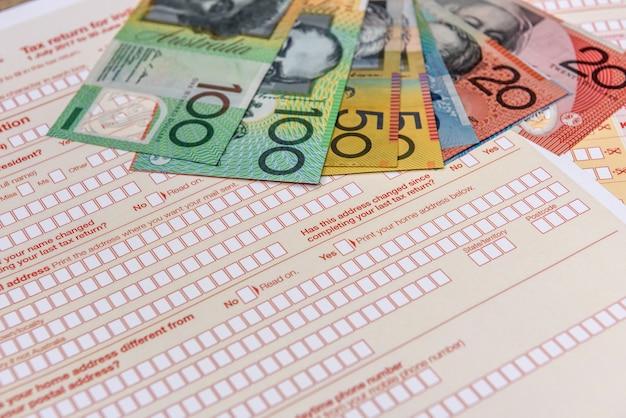Australijska firma podatkowa, indywidualny formularz z banknotami audytorskimi