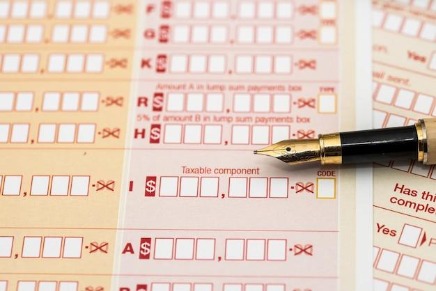 Australijski roczny formularz podatkowy z pen