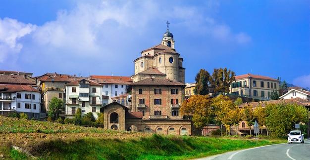 Autentyczna średniowieczna wioska bubbio w regionie piemont we włoszech